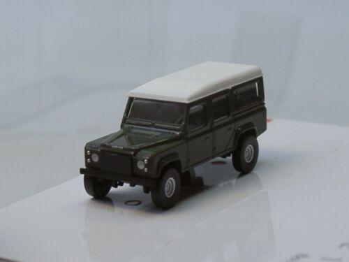 pista n 8371-1:160 Busch Land Rover Defender verde oscuro