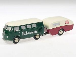 limitiert NEU VW Bus T1 Schuco Piccolo 1:90 mit Figur stehend Rot