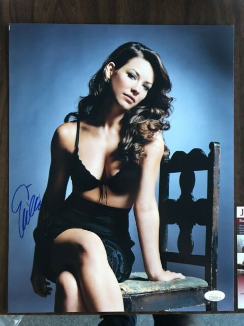 Sexy Evangeline Lilly Autographed Signed 11x14 Photo JSA COA #3