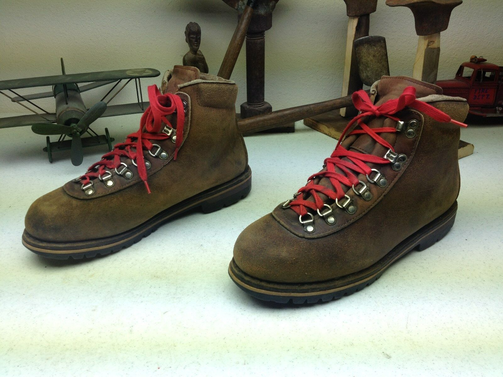 SWISS MADE MOUNTAIN DISTRESSED BROWN LEATHER RAICHLE LACE UP ANKLE MOUNTAIN MADE BOOTS 10.5? M d9fe8d