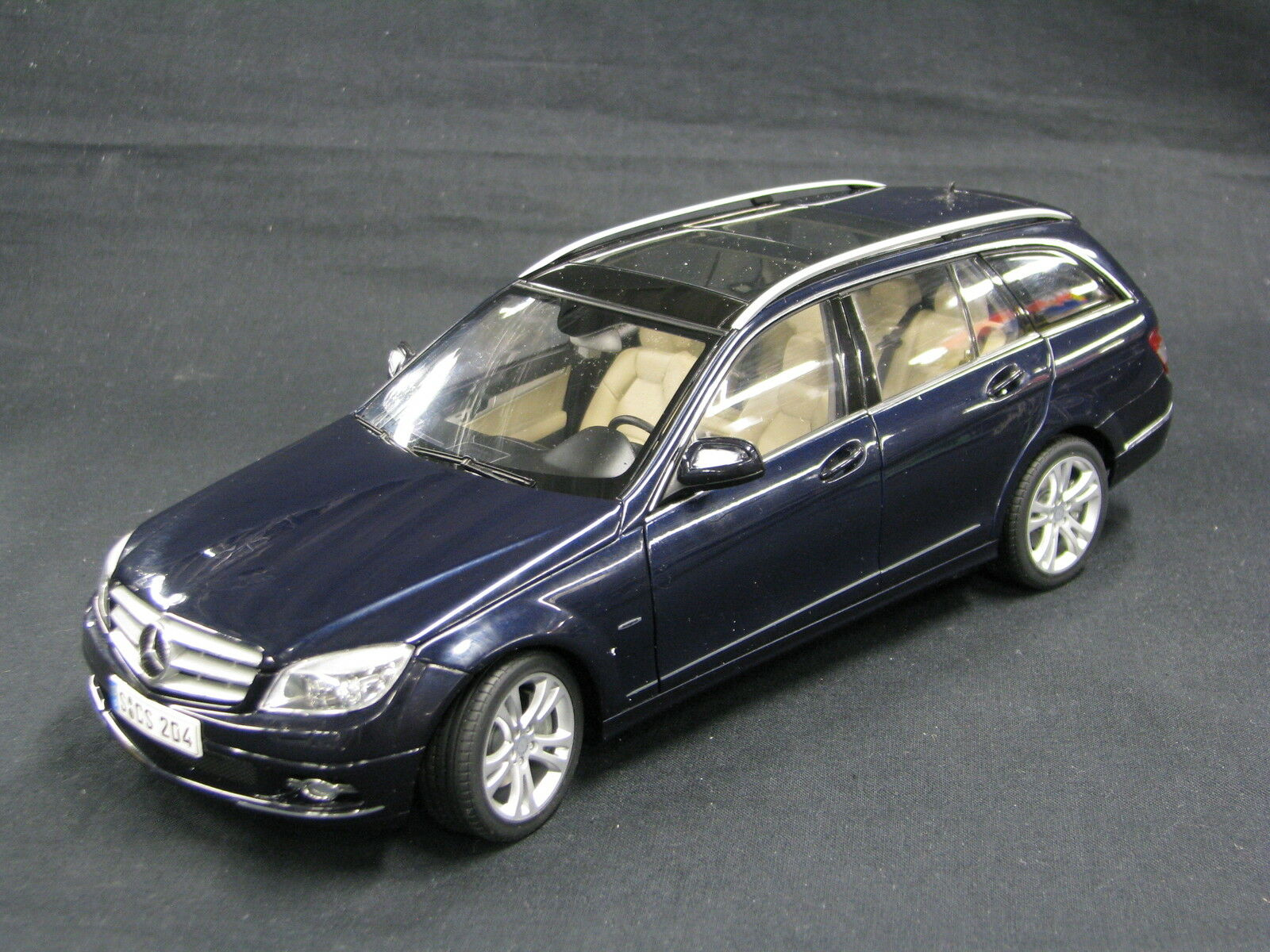 AutoArt Mercedes-Benz C-Class T-Modell 1:18 Tansanit blu  JS  DV