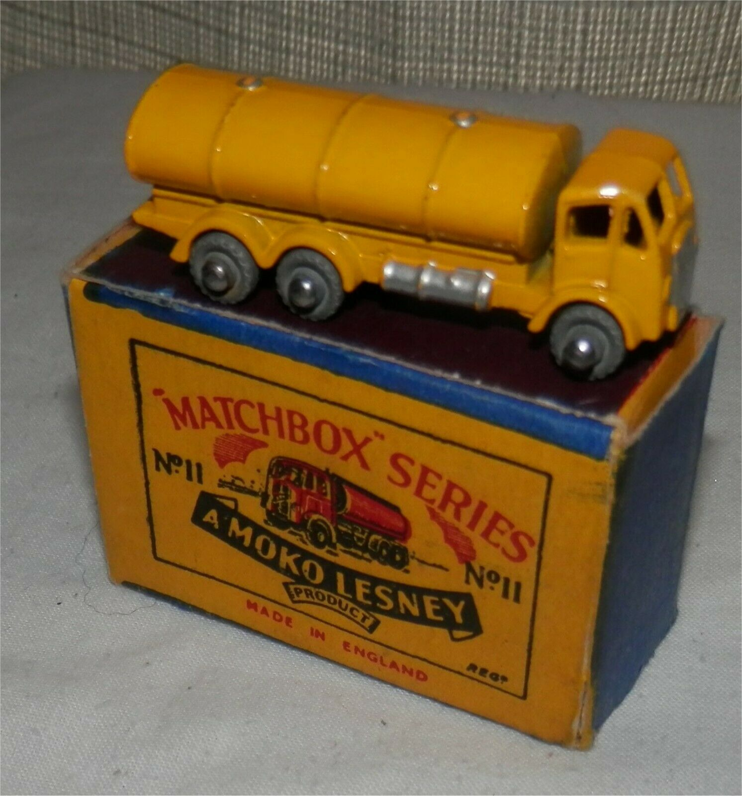 1950s.MOKO.Matchbox.Lesney,11 a ERF Road Tanker METAL METAL METAL WHEEL.MINT in Box.Original a43