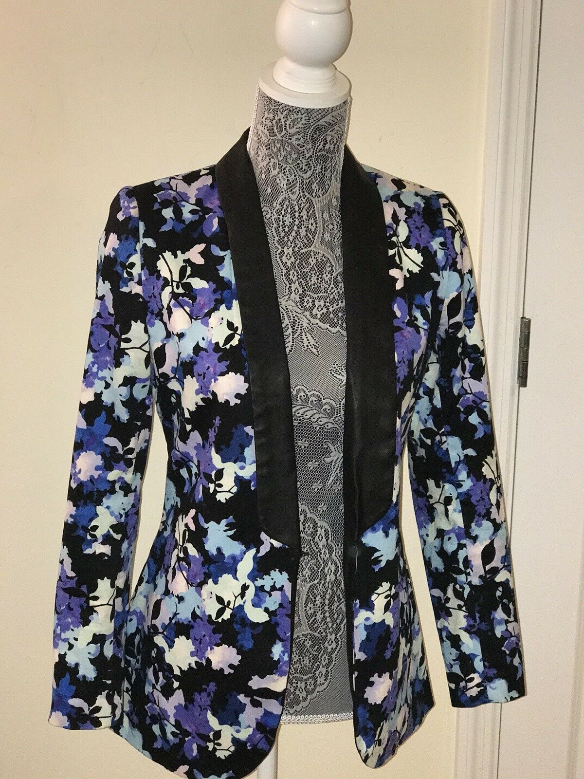 Style Stalker Floral Blazer With Faux Leather Lapel Size 4