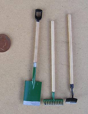 1:12 Scale 3 Green Garden Tools Dolls House Garden Rake Spade Hoe Accessory