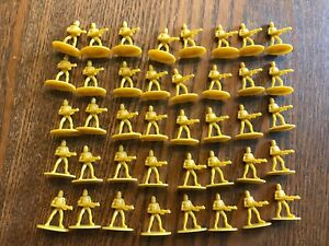 One-Star-Wars-Clone-Wars-Risk-2005-Hasbro-Yellow-Troop-Game-Piece