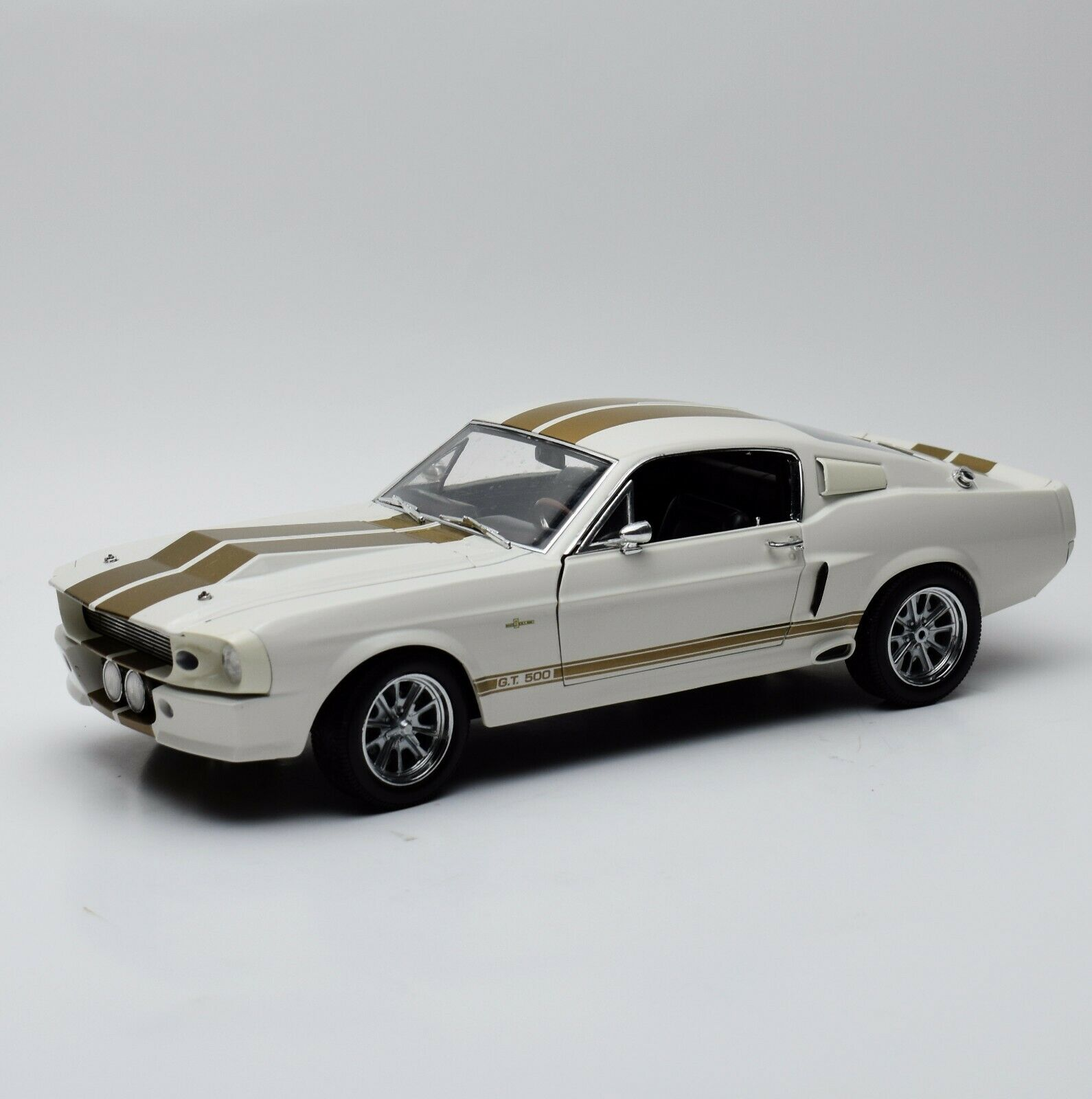 Shelby Collectibles Shelby G.T. 500 Sport Coupe anno 1967 in bianco, 1:18, v002