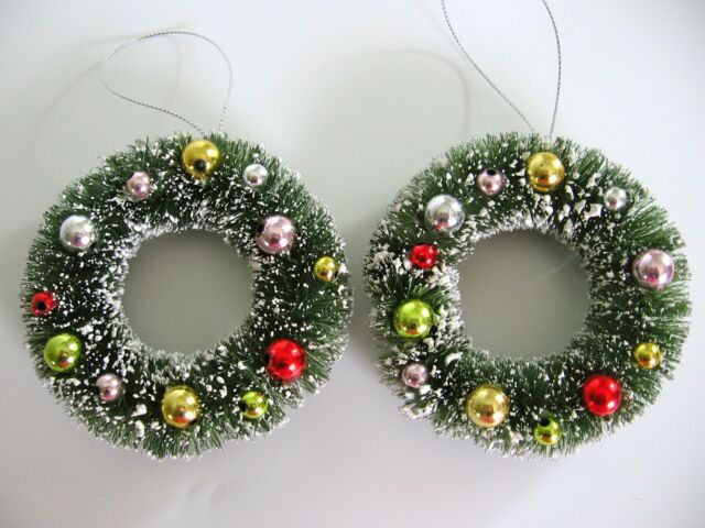 4 INCH BOTTLE BRUSH CHRISTMAS WREATH ORNAMENT ORNAMENTS SET OF 2