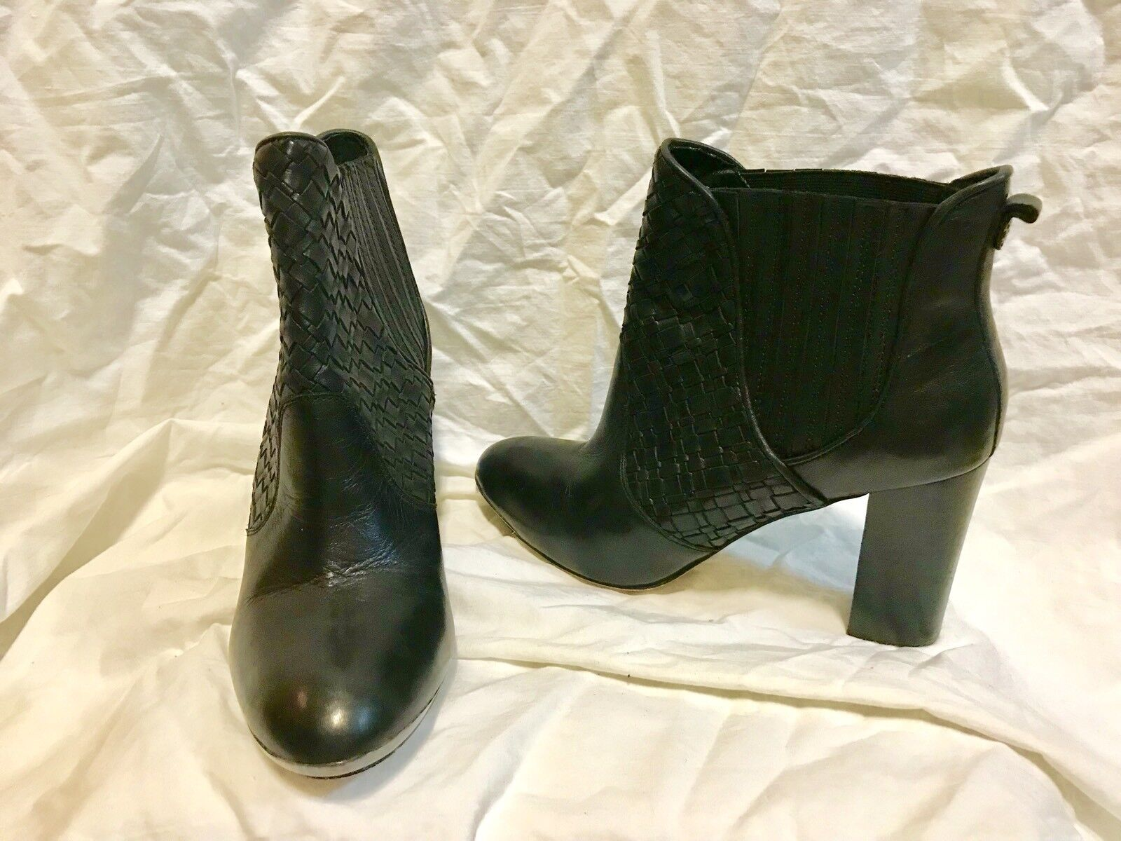 ELLIOT LUCCA LEATHER PULL ON ANKLE BOOTS SZ 9.5 M MINT