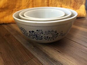 pyrex set of 3 homestead nesting mixing bowls