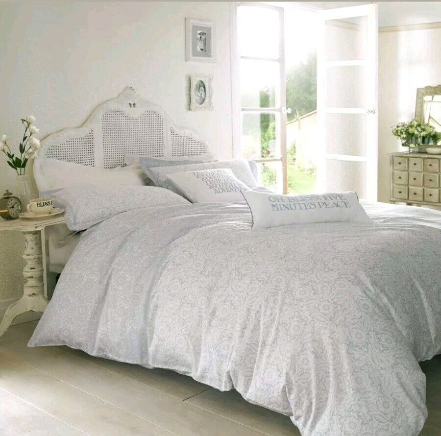 Garden Flower Bedding by designer Emma Bridgewater plus 4 pillowcases (King)
