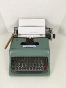 UNDERWOOD-OLIVETTI-STUDIO-44-TYPEWRITER-PORTABLE-VINTAGE-AQUA-BLUE-W-O-CASE