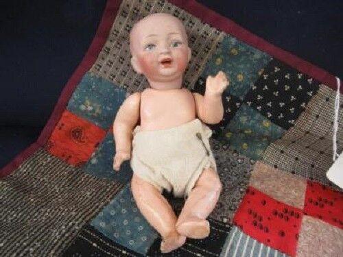 Antiguo  Kester Baby Doll-papel maché cuerpo pintado cara y  7 pulgadas