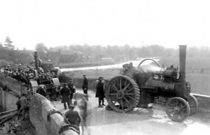 OLD-PHOTO-Northamptonshire-Traction-engine-disaster-iat-Wansford-bridge-1910