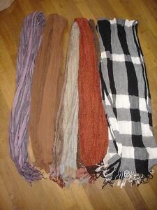 Lot-de-4-foulard-echarpe-tres-doux-belle-couleur-noir-blanc-neuf