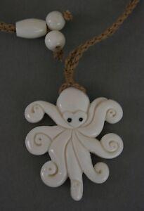 Radient Bone Carving Krake