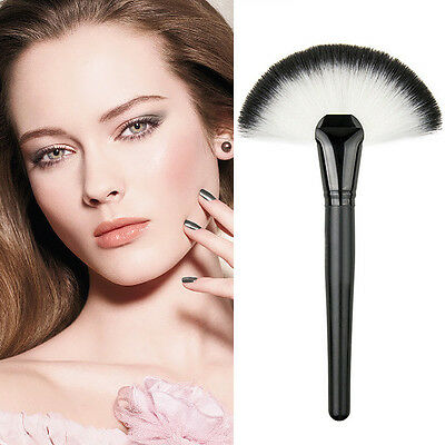 Pro Makeup Large Fan Soft Hair Blush Face Powder Foundation Cosmetic Brush Tool
