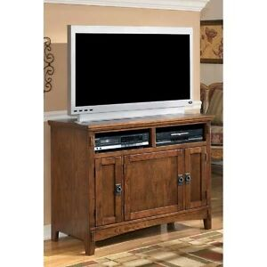 Oak Veneer Finish TV Stand Ashley #W319-18 Casual Living Room Wooden Furnituire