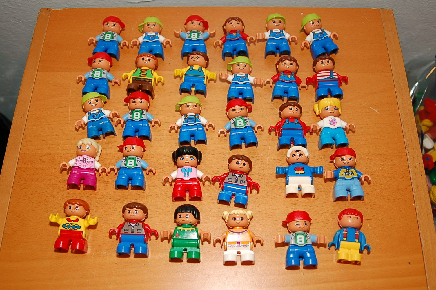 Lot of 30 Lego Lego Lego Duplo Toddlers Kids Girls & Boys Baby Figures b7a23d