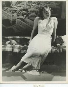 Dreaming-nude-woman-in-nightgown-play-vintage-pin-up-photo-Savoy-Theatre