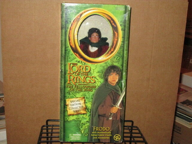 2001 LORD RINGS FELLOWSHIP RING 9  FRODO HOBBIT FABRIC OUTFIT ACTION FIGURE-BOX