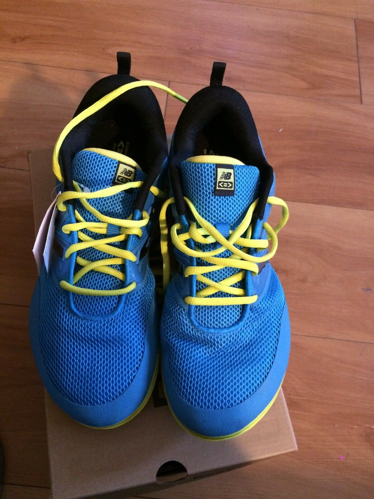 New  Mens New Balance sneakers size 10.5 excellent condition