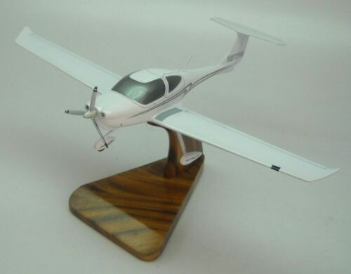 DA40 Diamond Star DA40 XLS Airplane Desk Wood Model Small New