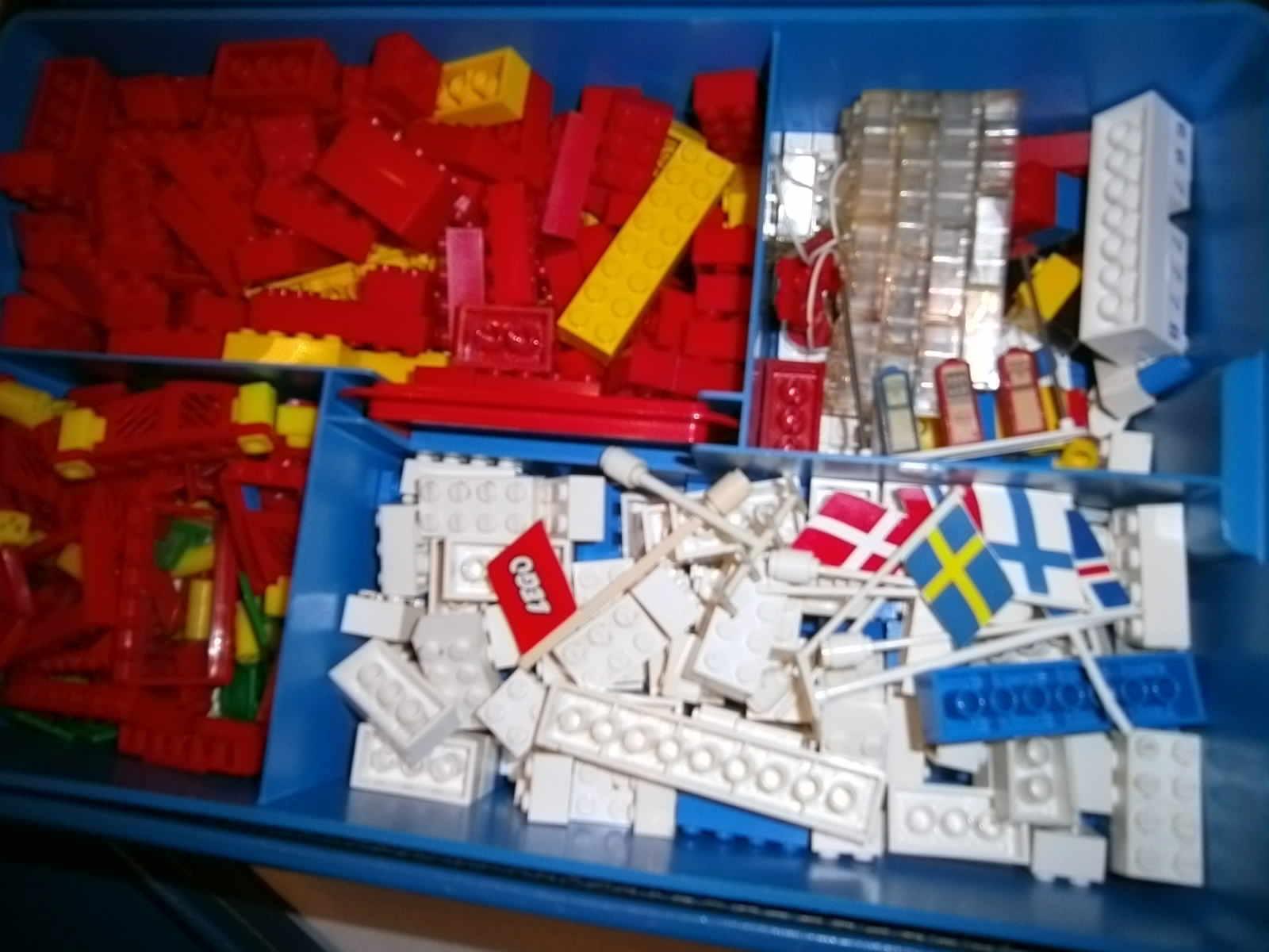LEGO Sortierbox Koffer Blau gefüllt 60 70er J Fahnen Steine Platten Esso Zapfsäu