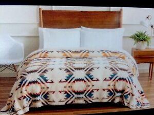 "Pendleton White Sands Sherpa Fleece Queen Size Blanket 98/"" X 92/"" Southwestern"