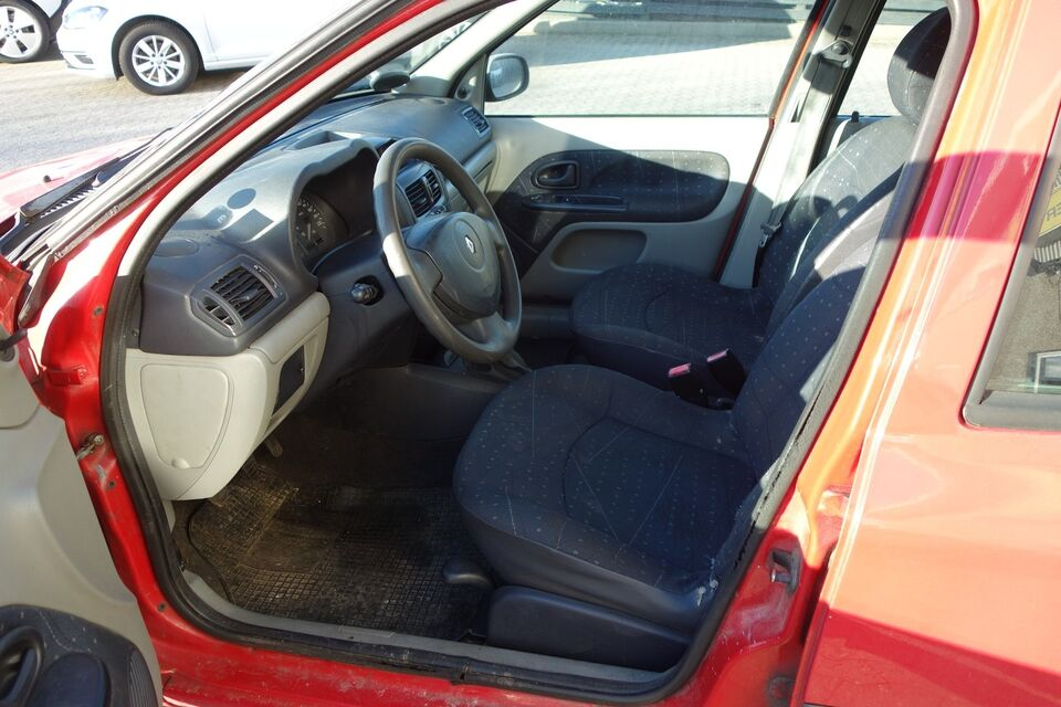 Renault Clio II 1,2 8V Authentique Benzin modelår 2002 km