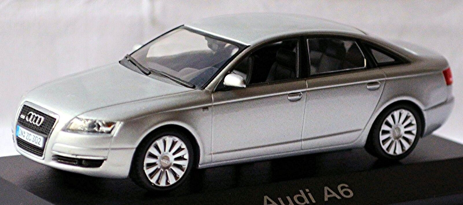 Audi A6 Sedán C6 Tipo  4f 2004-08 Luz Plateada plata Metálico 1 43