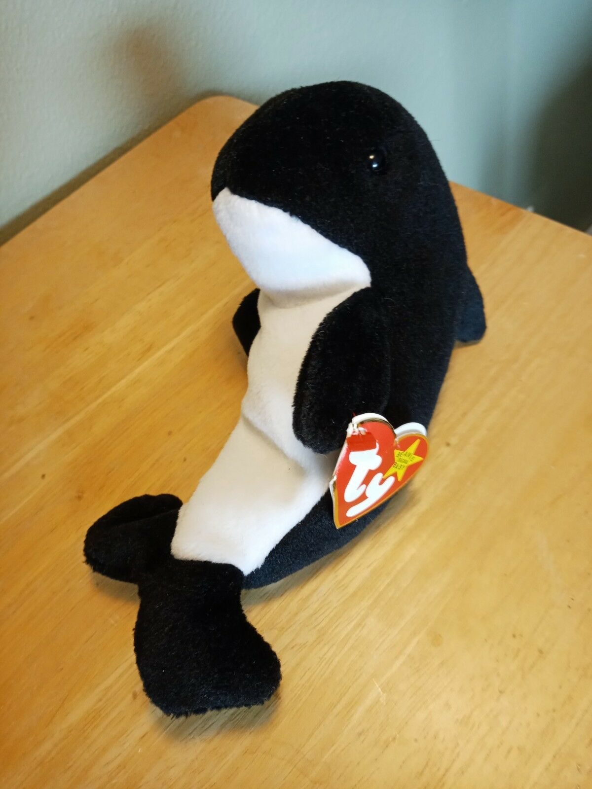 82ed1deee84 Ty Beanie Baby Waves the Whale (1996) With Error Echo Tush And Hang ...