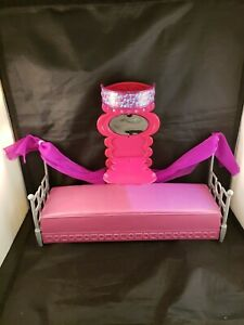 BARBIE-BED-2010-MATTEL-DAYBED-SOFA-PURPLE-DOLL-HOUSE-DREAMHOUSE-MIRROR-CANOPY