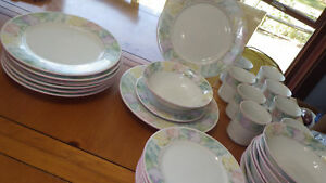 Dinnerware-Set-Spring-Time-China-Pearl-Service-for-8-New-without-tags-Excellent