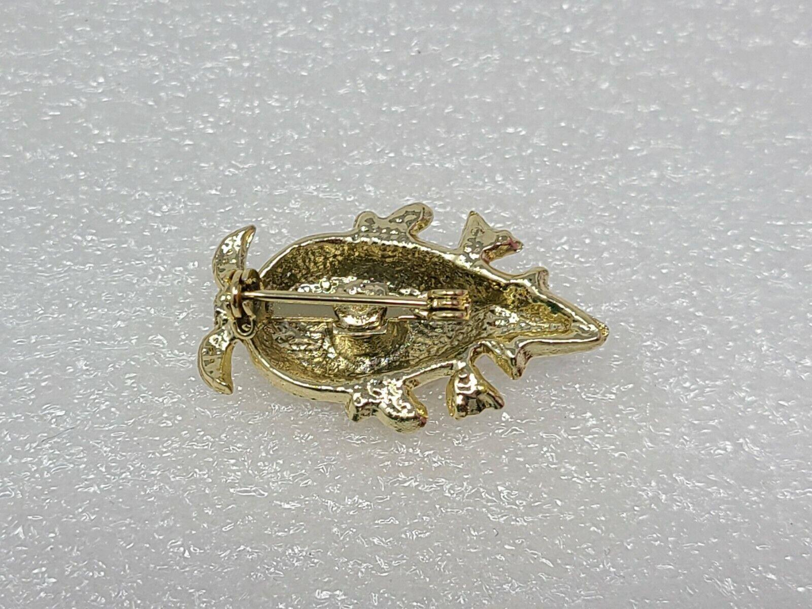 Vintage Novelty Lapel Pin Brooch Gold Tone - image 2