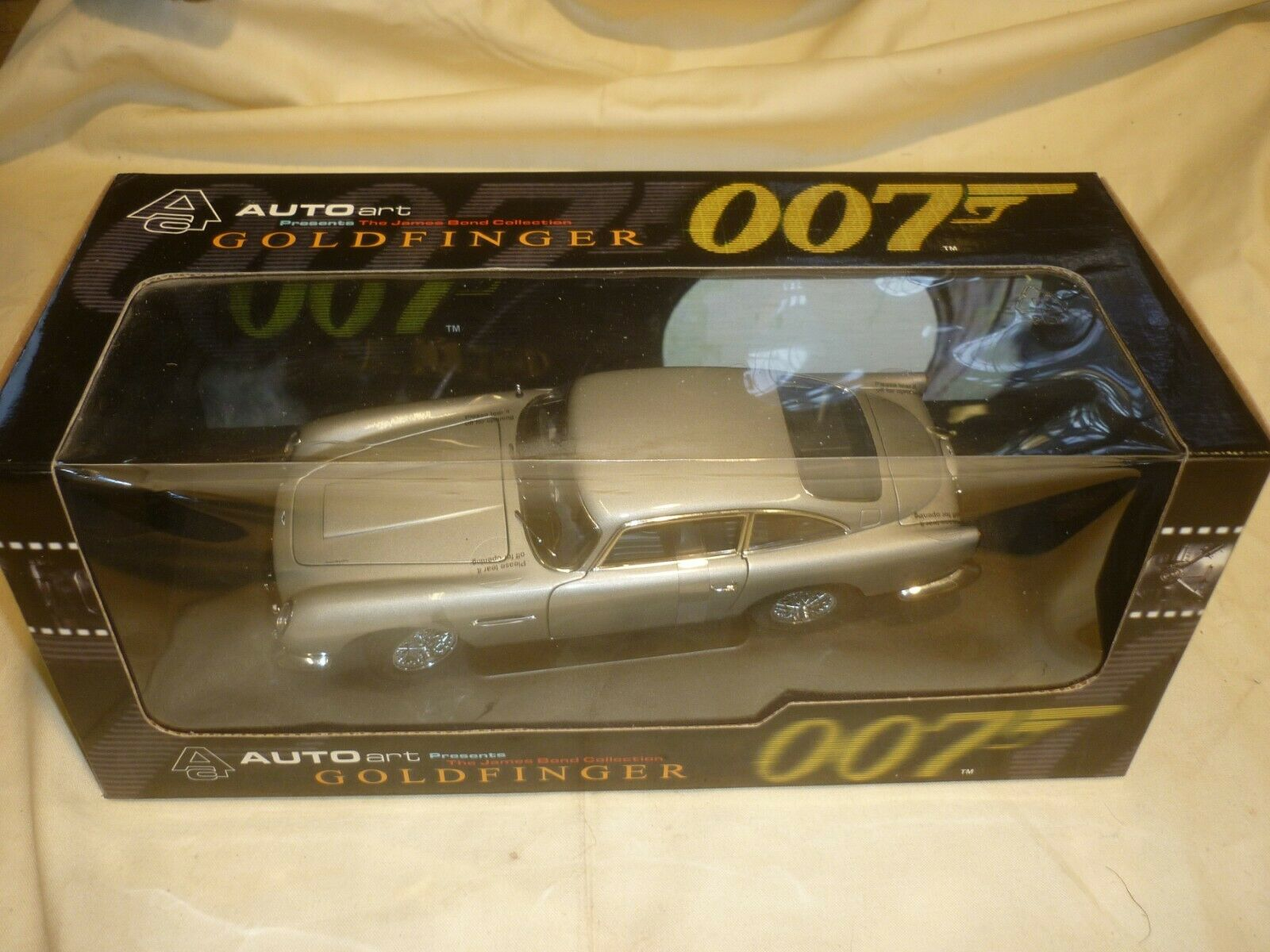 AutoArt James Bond's Aston Martin DB5   goldFINGER   Boxed