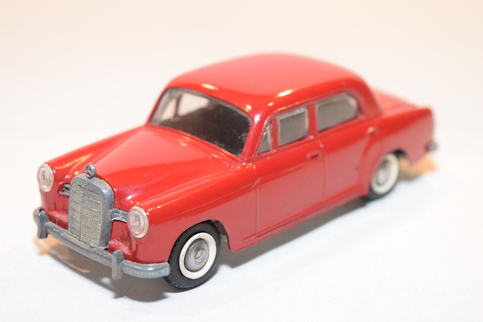 TEKNO DENMARK 723 MERCEDES BENZ 180 Rojo VERY NEAR MINT RARE SELTEN