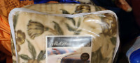 Blanket Queen Like Brand new used couple times City of Toronto Toronto (GTA) Preview