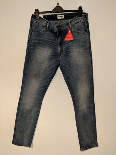 W30//L32 W36//L32 Sz W36//L34 BNWT Wrangler Larston Mens Jeans Slim Tapered Fit