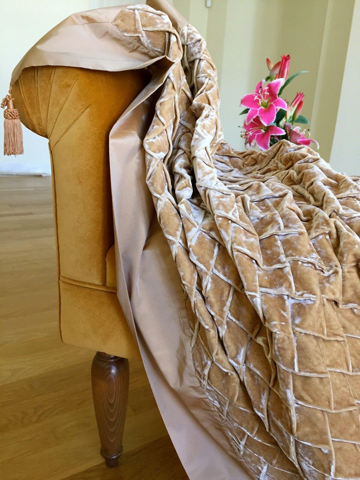Una lujosa cubierta Decorativo Lujoso Terciopelo tafetán Color Beige Bronceado.