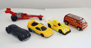 Lote-de-5-coches-miniaturas-en-metal-de-Hot-Wheels