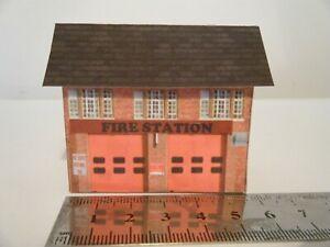 Basic Card Built Model Railway Building N Gauge Fire Station #1 Nous Prenons Les Clients Comme Nos Dieux