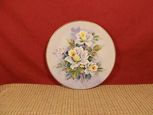 "Very Nice Lefton Handpainted Wall Plate 8 3/8"" Roses Design # SL2816"