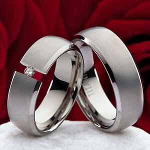 Eheringe-Verlobungsringe-aus-Titan-mit-echten-0-10ct-Brillant-Gravur-TB609