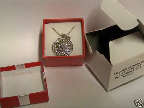 2007 Avon Snowflake Necklace in Red Signature Box