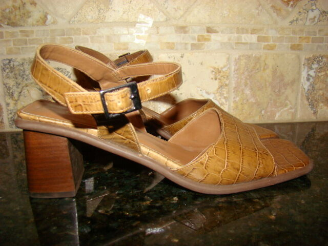 BANDOLINO Brown KIRA Block Heel Slingback Brown BANDOLINO Leather Sandals Size 8 M 14d2ce