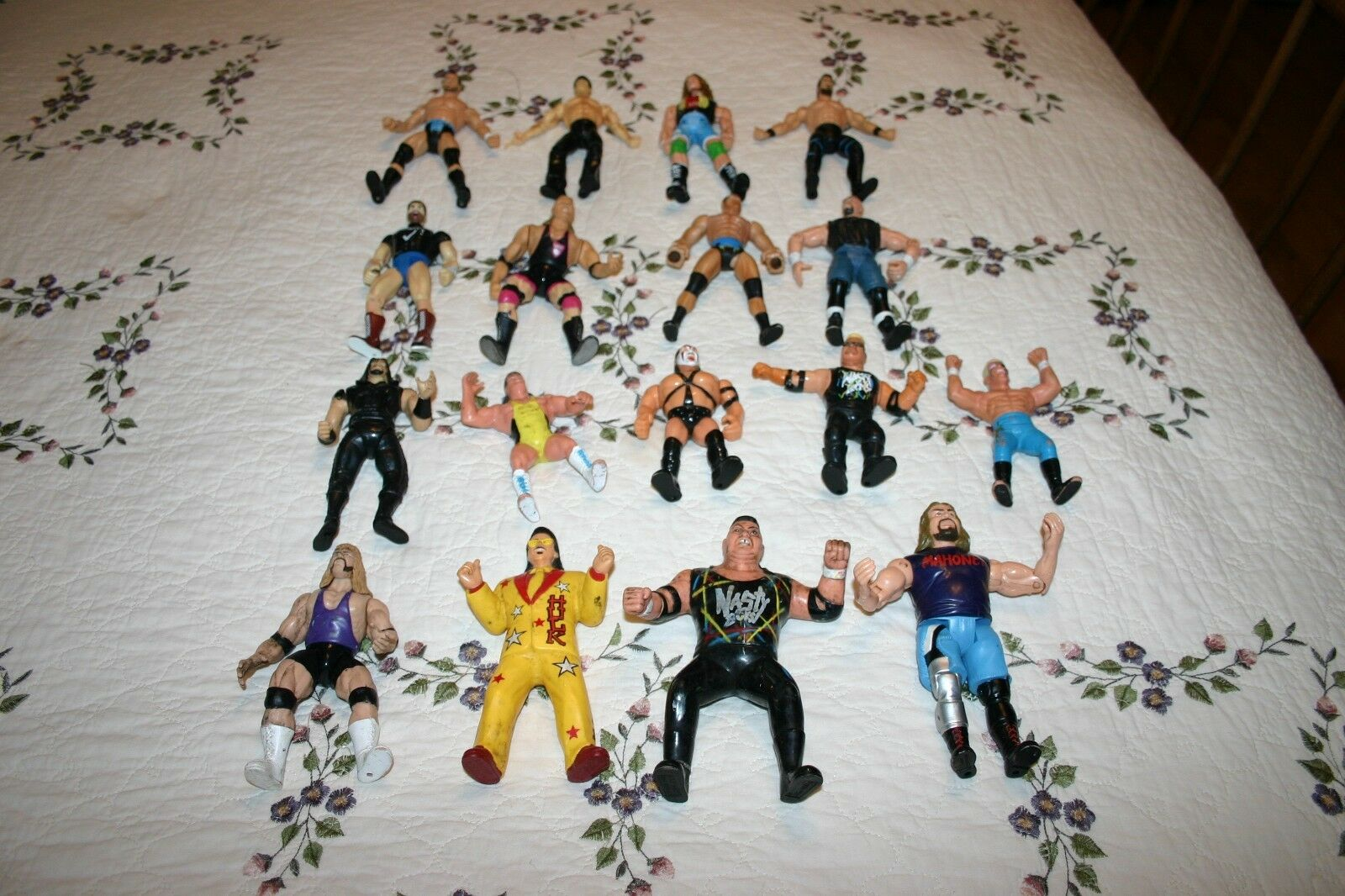 Lot of 17 Vtg 1990's Jakks Titan Marvel Wrestling Action Figures WWE WWF WCW