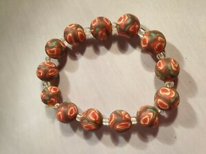 RED-amp-BROWN-ROUND-BEADED-ELASTICATED-BRACELET-VERY-PRETTY-COLOURS