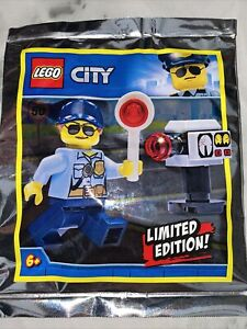 LEGO CITY: Police Woman Minifigure Limited Edition Polybag Set 951910 New Seal