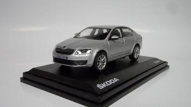 Skoda Octavia III Kombi Weiss Candy Uni Typ 5E Ab 2012 027E 1//43 Abrex Modell ..
