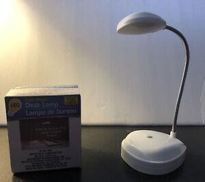 Super Bright Led Desk Lamp 100 Lumens Flexible Foldable Battery Operated White Ebay
